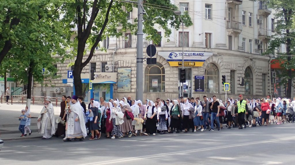 Orthodox Christianity: Chisinau Easter Day Parade