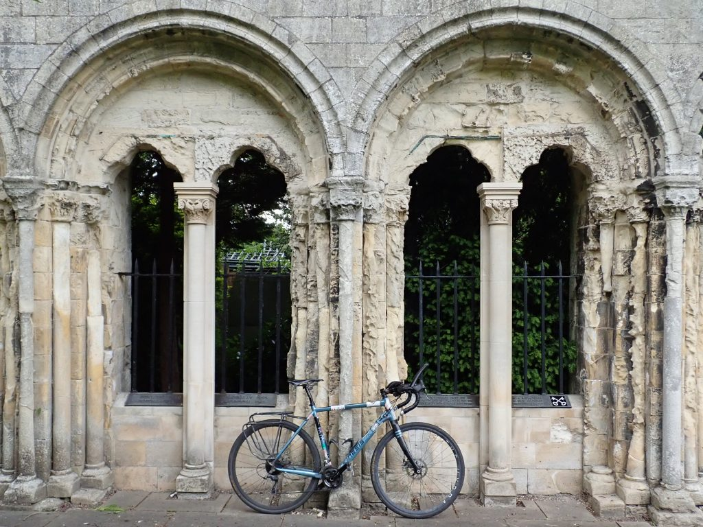 Kinesis Tripster AT in York Minster Gardens